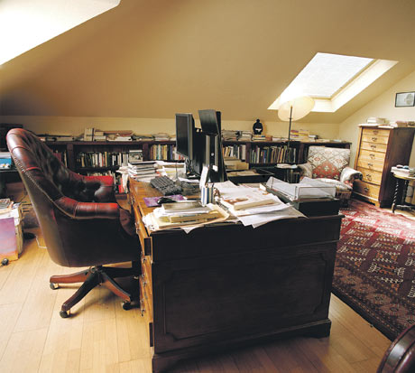 Clive-Jamess-writing-room-005